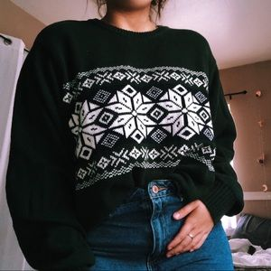 ✰GREEN THRIFTED SWEATER ✰
